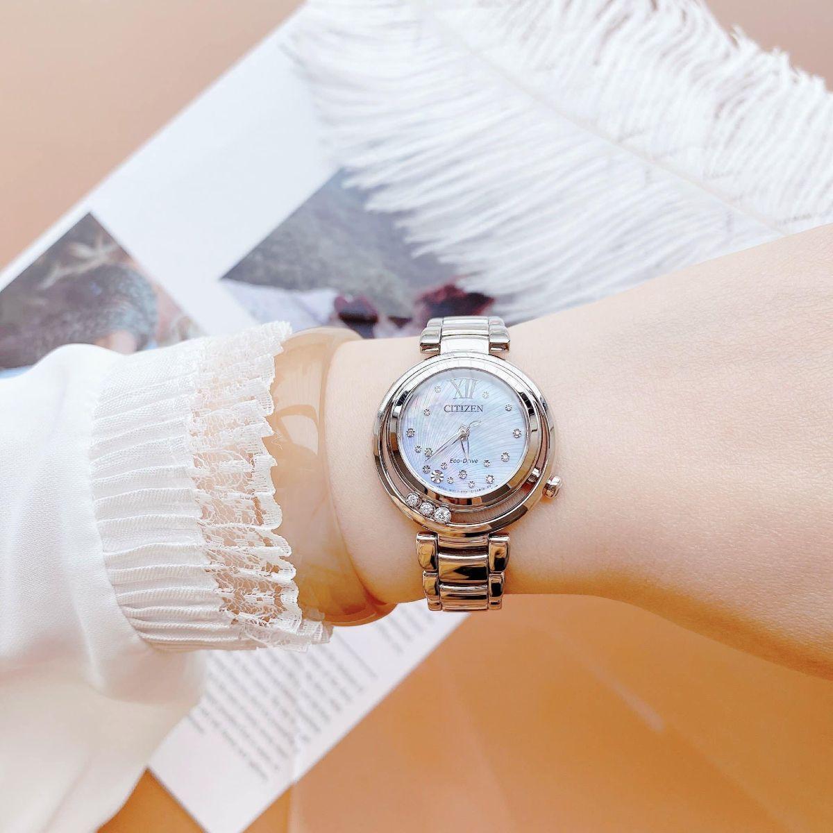 Cách phối đồ nữ siêu dễ với đồng hồ đeo tay  - Ảnh 5